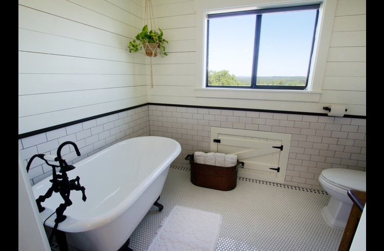 Soak in this tub while soaking up the sunset view!