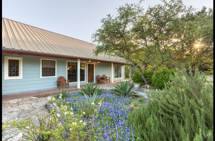 This is a fun Hill Country vacation home! Won't you come stay a spell?