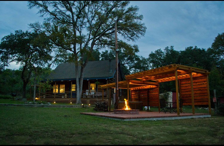 We love Paper Moon at night! Light up the veranda, enjoy the hot tub, fire up the BBQ and sit around the fire pit!